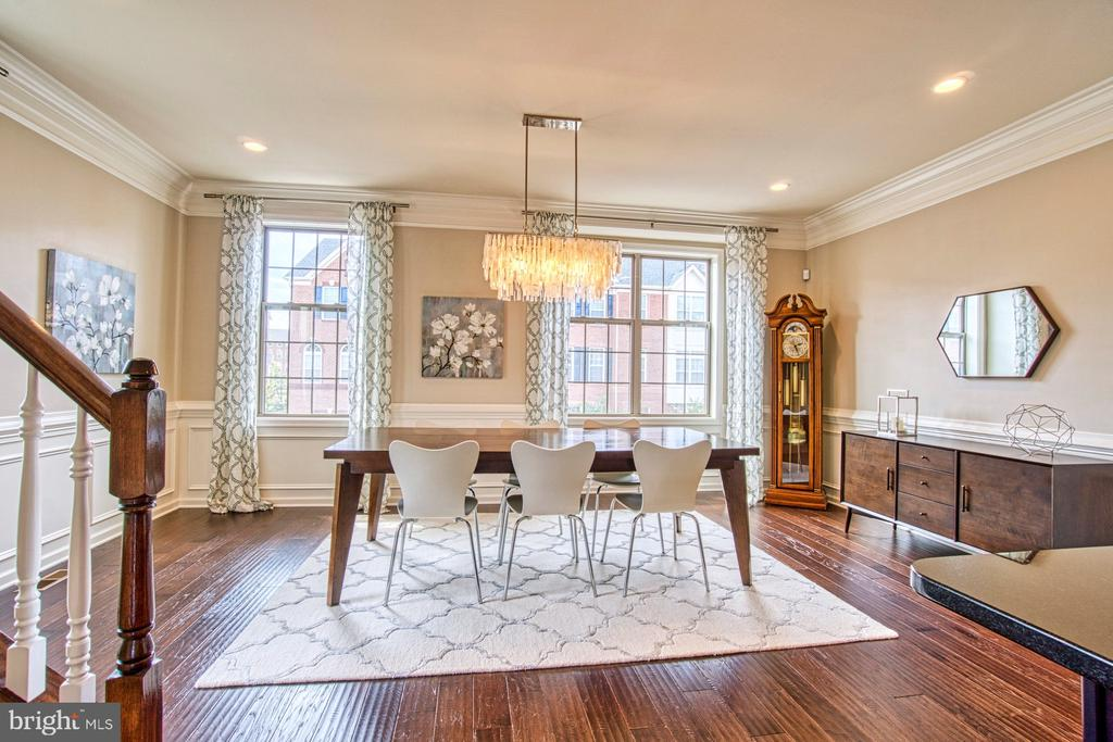 Gorgeous Light Filled Dining Room - 22478 CAMBRIDGEPORT SQ, ASHBURN