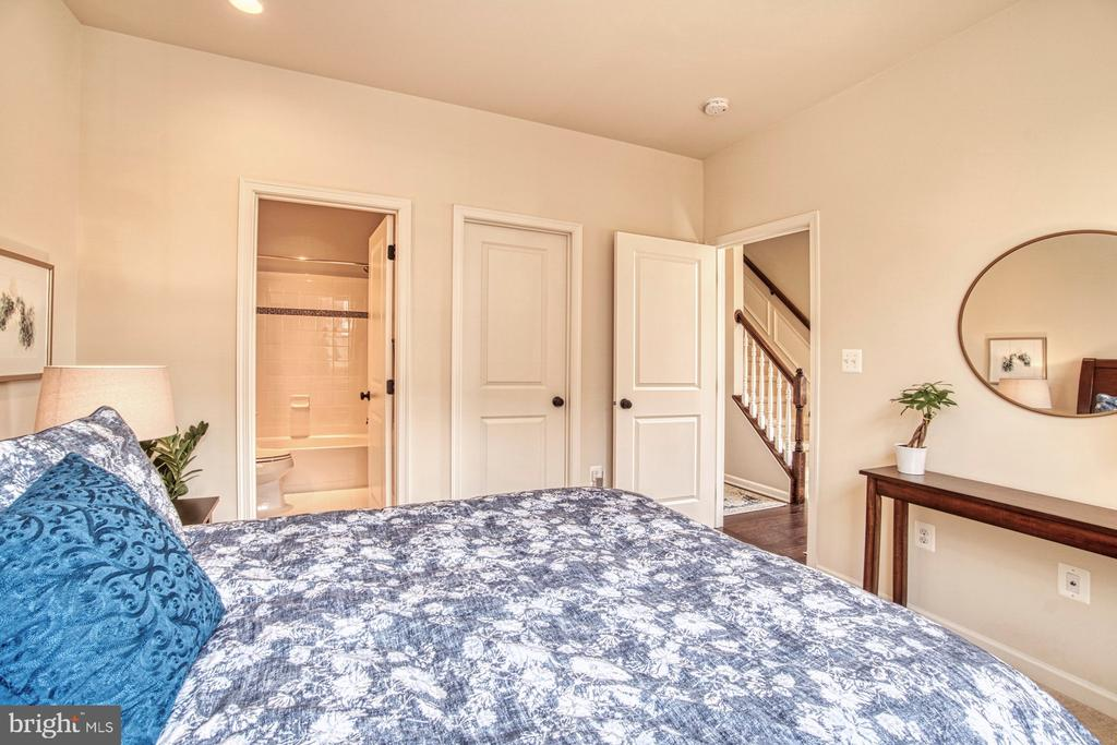 Fourth Bedroom Located on Entrance Level - 22478 CAMBRIDGEPORT SQ, ASHBURN