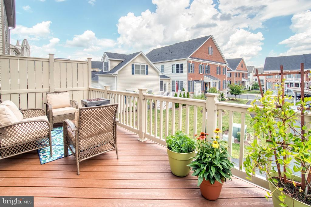 Enjoy Long Evenings on the Deck - 22478 CAMBRIDGEPORT SQ, ASHBURN