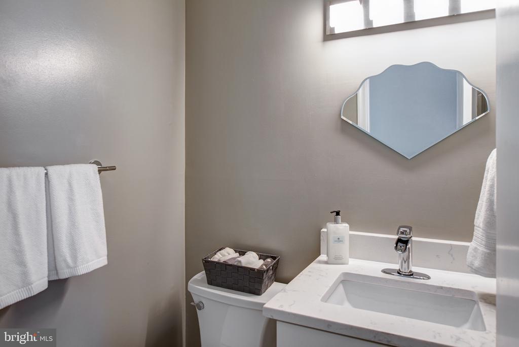 Brand new powder room - 403 CARDINAL GLEN CIR, STERLING