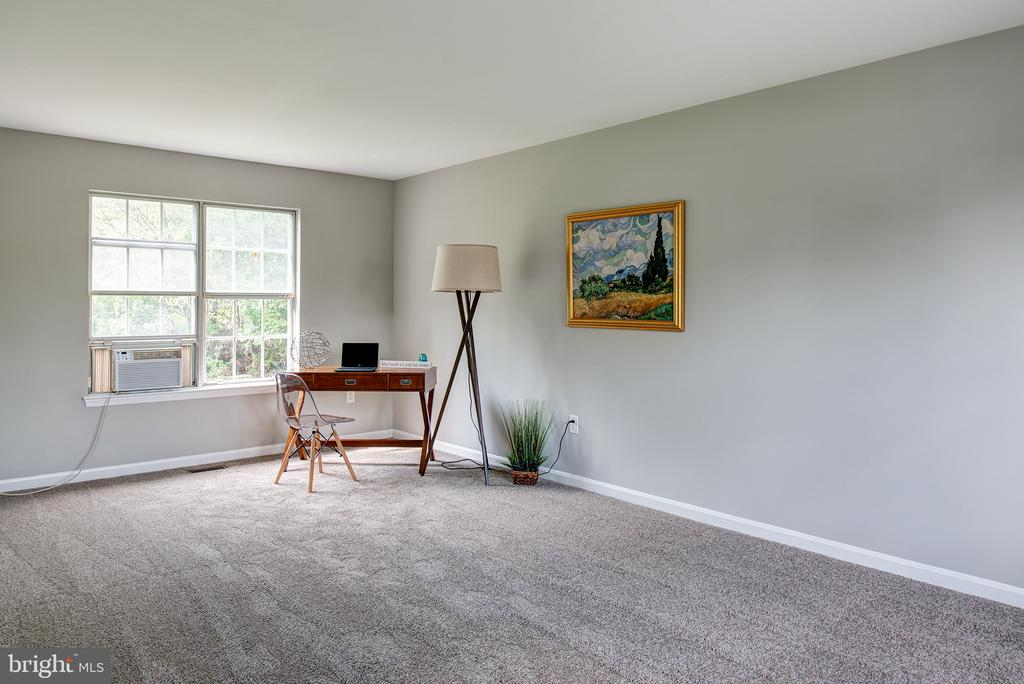 HUGE Office or Play room - a REAL Bonus Room! - 403 CARDINAL GLEN CIR, STERLING