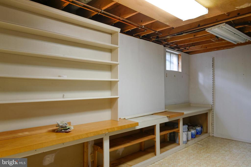 TONS of storage in the basement - 403 CARDINAL GLEN CIR, STERLING