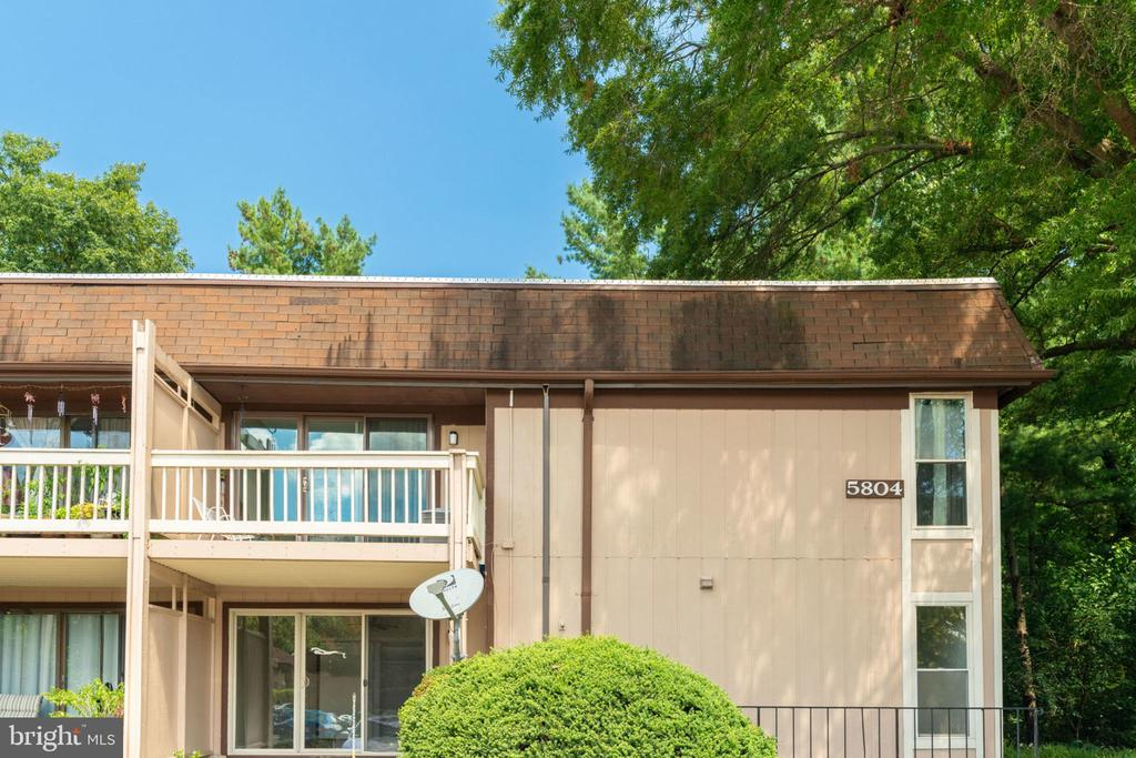 Beautiful Condo : End Unit, Top (2nd) Floor - 5804 ROYAL RIDGE DR #H, SPRINGFIELD