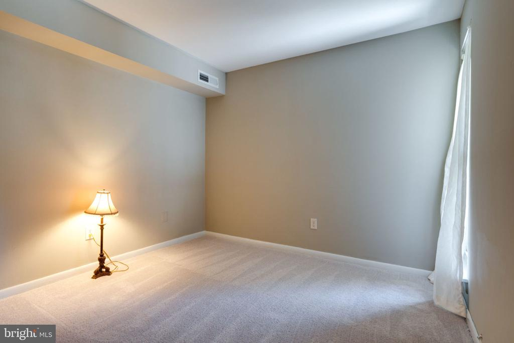 2nd Bedroom : All New Carpet - 5804 ROYAL RIDGE DR #H, SPRINGFIELD