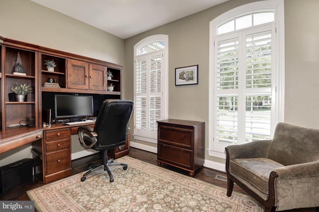 Main level office located off the foyer - 11691 CARIS GLENNE DR, HERNDON