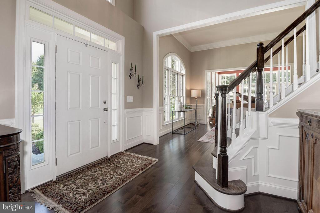 2-story foyer greets your guests - 11691 CARIS GLENNE DR, HERNDON