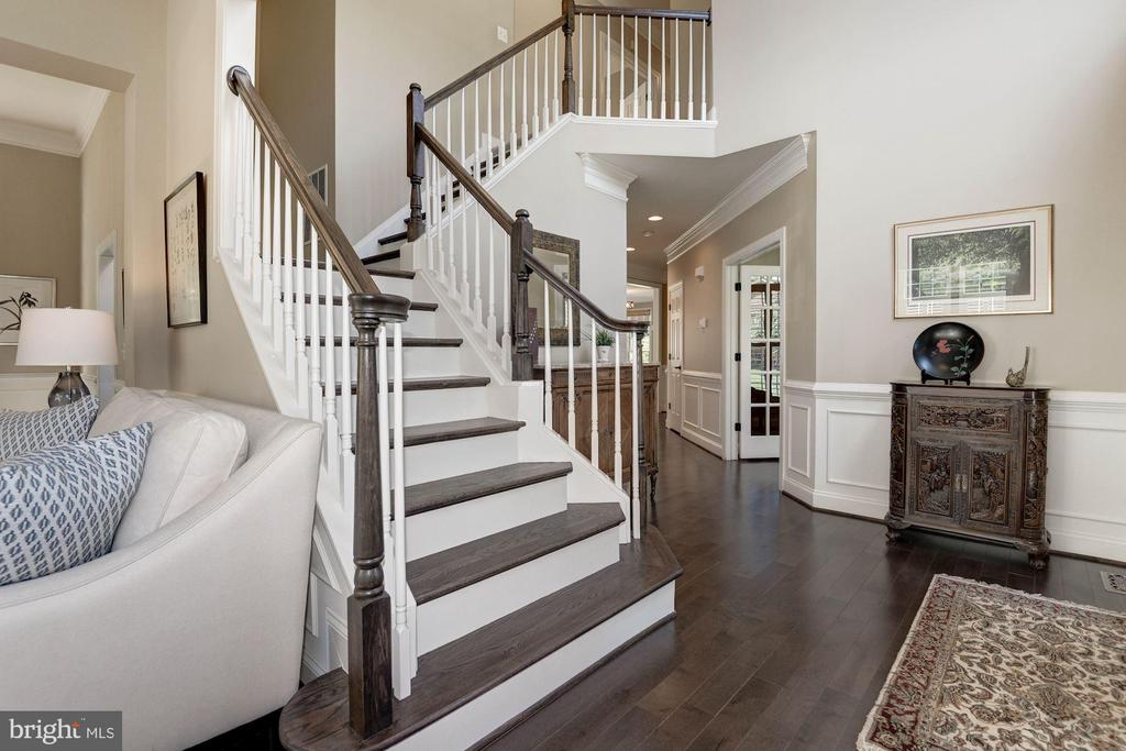 2-story foyer w/ dual staircase - 11691 CARIS GLENNE DR, HERNDON