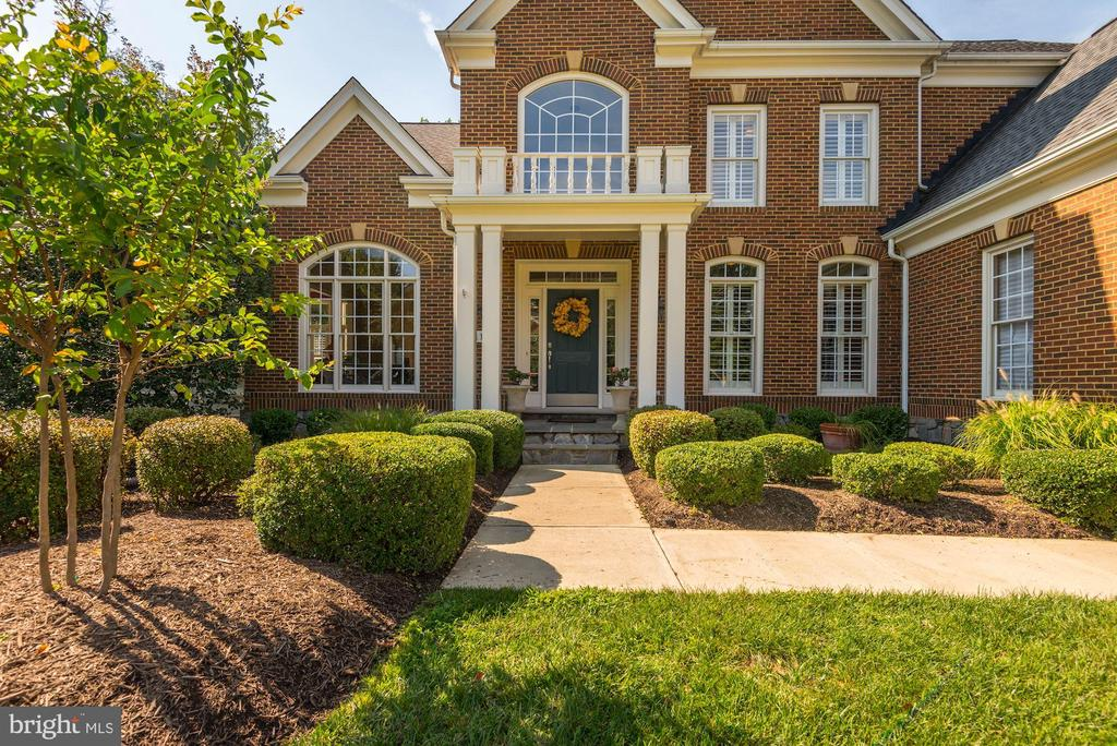 Welcoming  walkway to the covered front entry - 11691 CARIS GLENNE DR, HERNDON