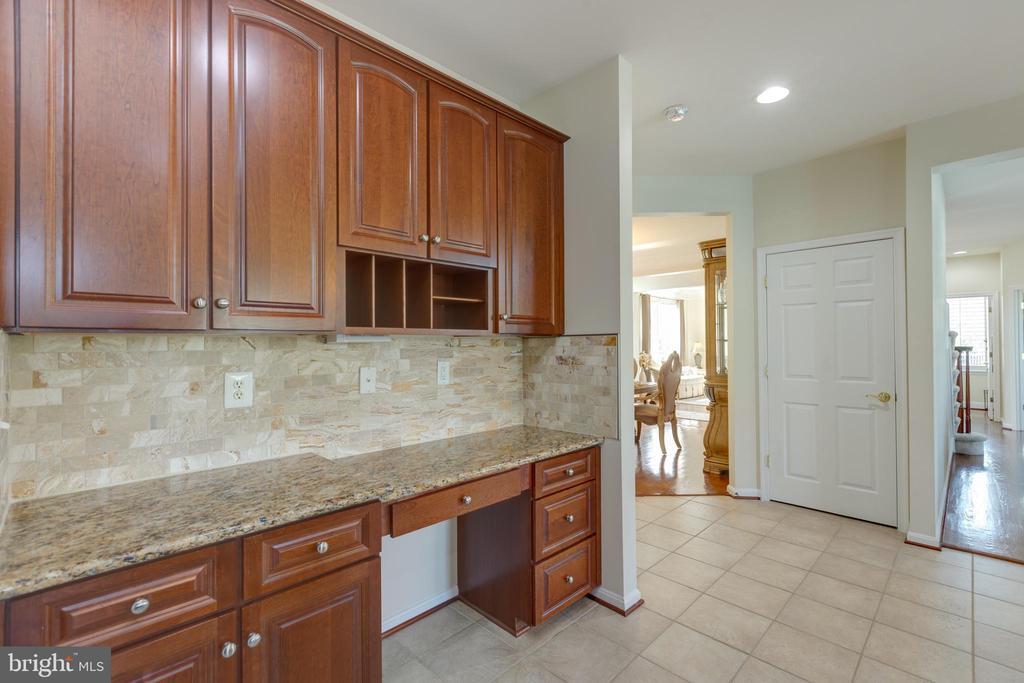 kitchen desk area with granite/backsplash - 42022 GLASS MOUNTAIN PL, ALDIE
