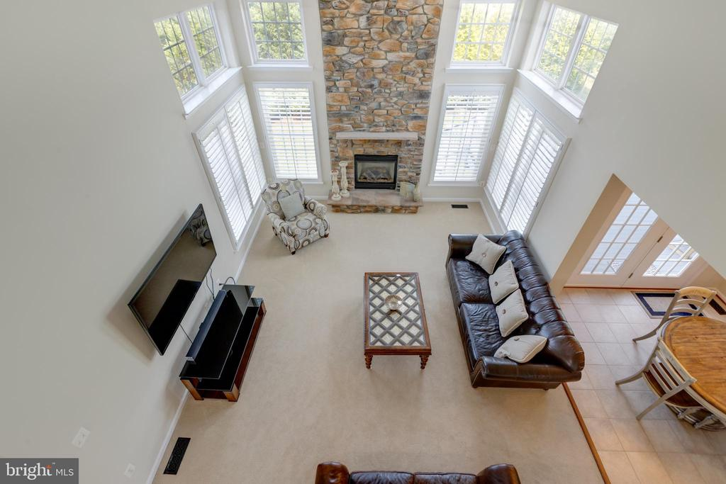 2 story family room - stone fire place - 42022 GLASS MOUNTAIN PL, ALDIE