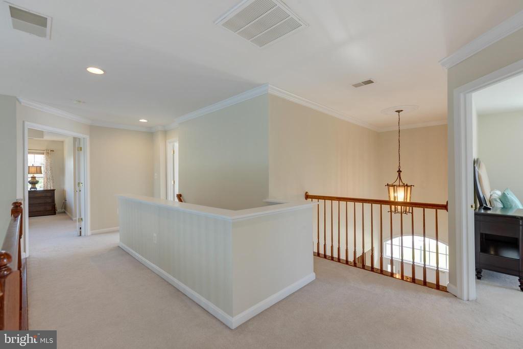 Upstairs hallway - 42022 GLASS MOUNTAIN PL, ALDIE