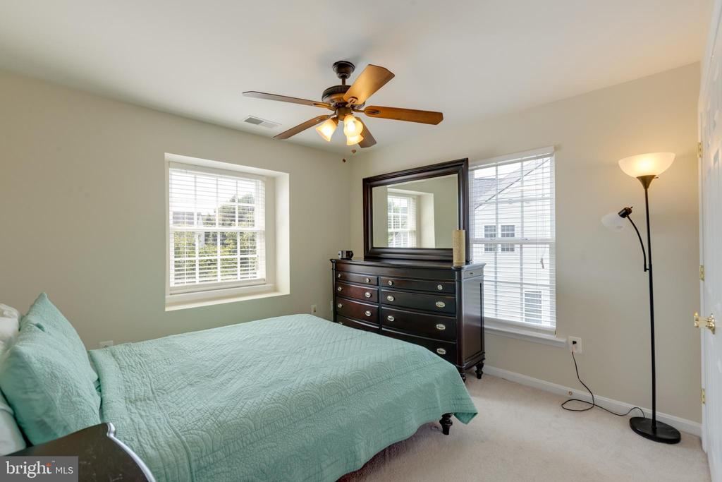 4th upstairs bedroom - 42022 GLASS MOUNTAIN PL, ALDIE