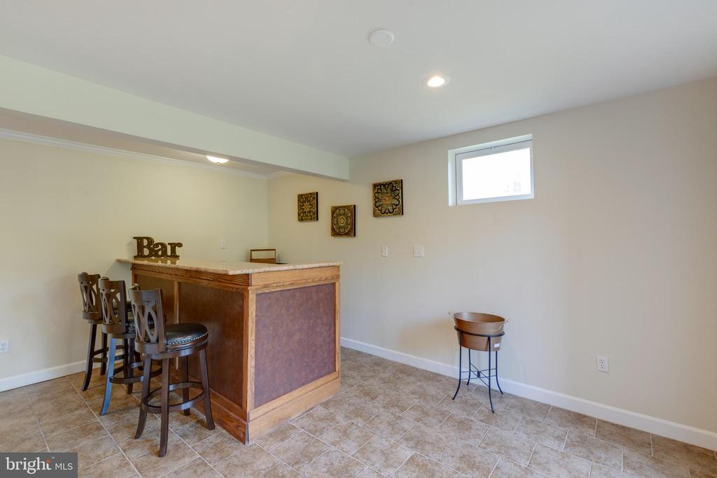bar in basement - 42022 GLASS MOUNTAIN PL, ALDIE