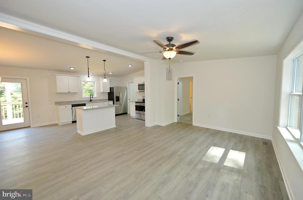 Brilliant Open Floor Plan - 126 WHITE POPLAR, HARPERS FERRY