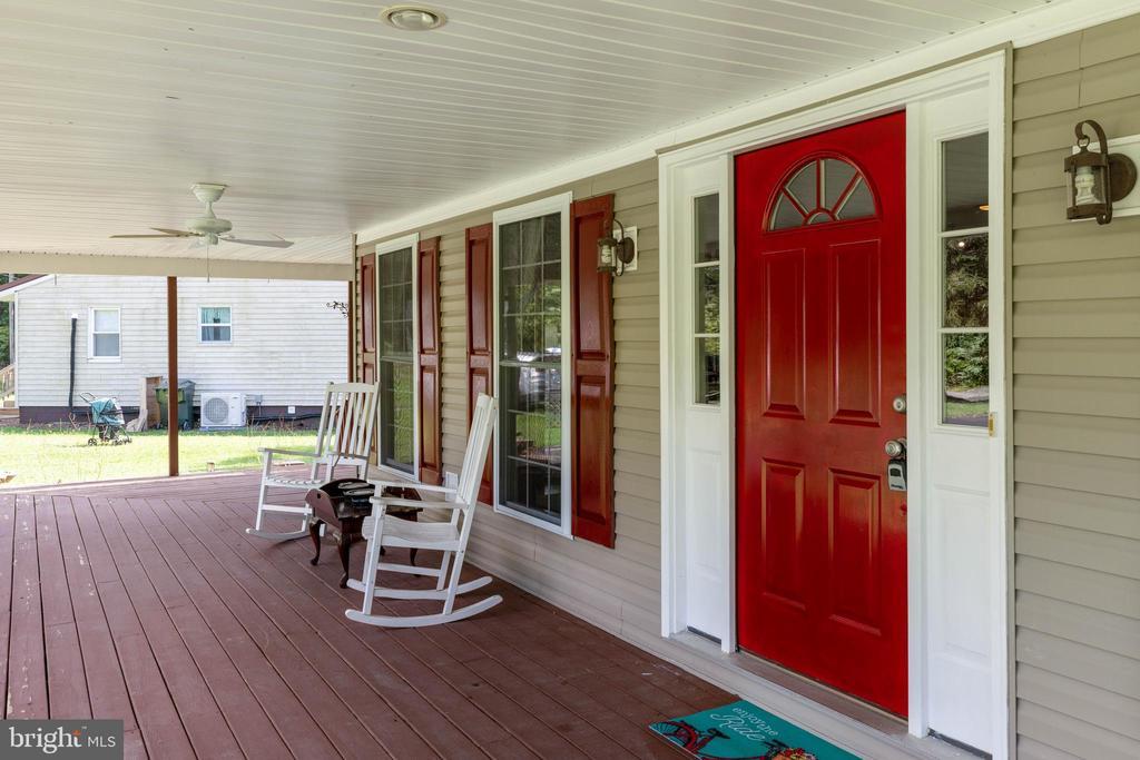 Deep front porch with three exterior ceiling fans! - 144 AQUA LN, COLONIAL BEACH