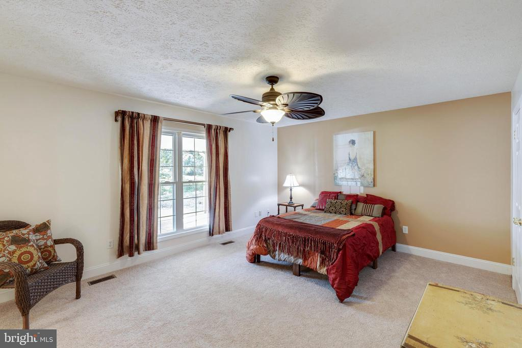 Large master suite with lovely windows - 144 AQUA LN, COLONIAL BEACH