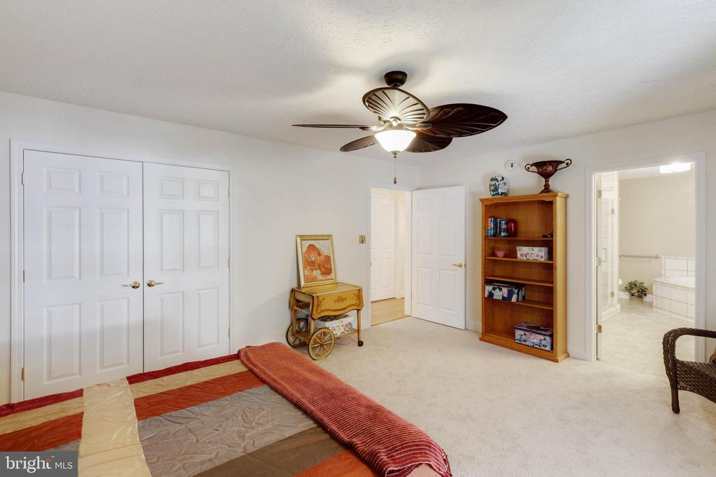 Large master suite with attached full bath - 144 AQUA LN, COLONIAL BEACH