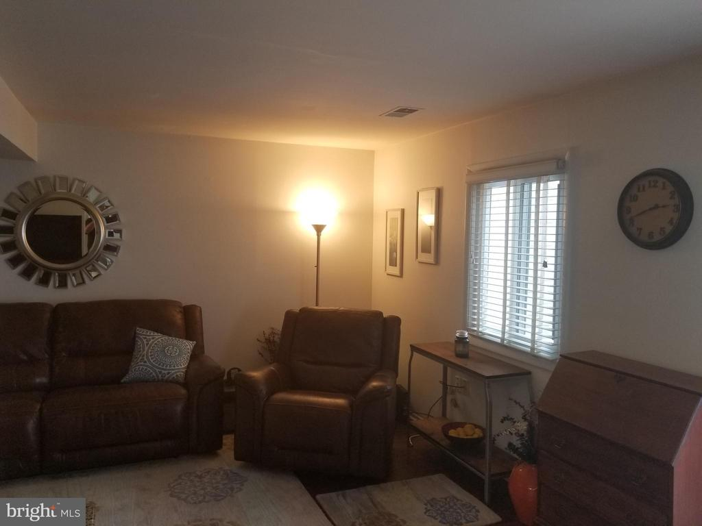 Family Room - 256 N COTTAGE RD, STERLING