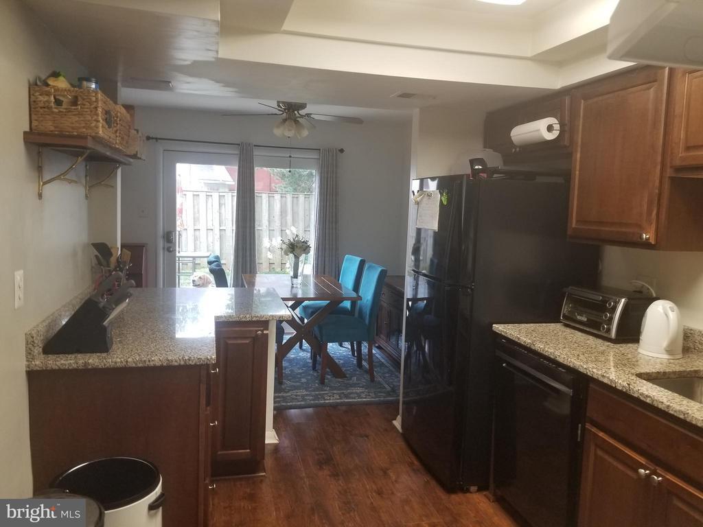 Kitchen - 256 N COTTAGE RD, STERLING