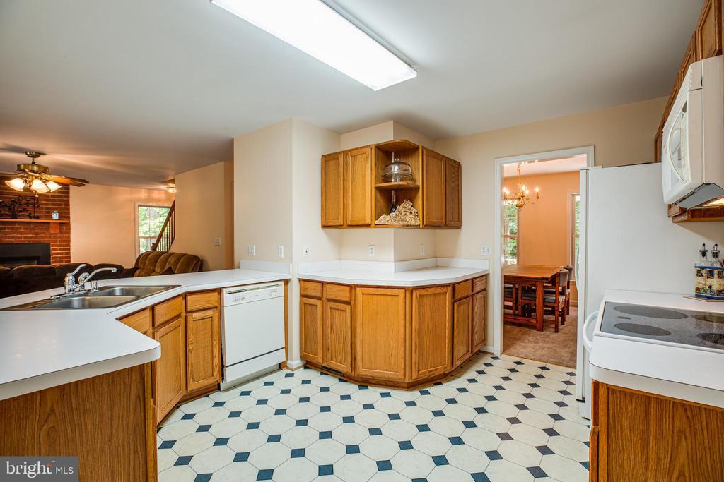Kitchen - 12504 SICKLES LN, SPOTSYLVANIA