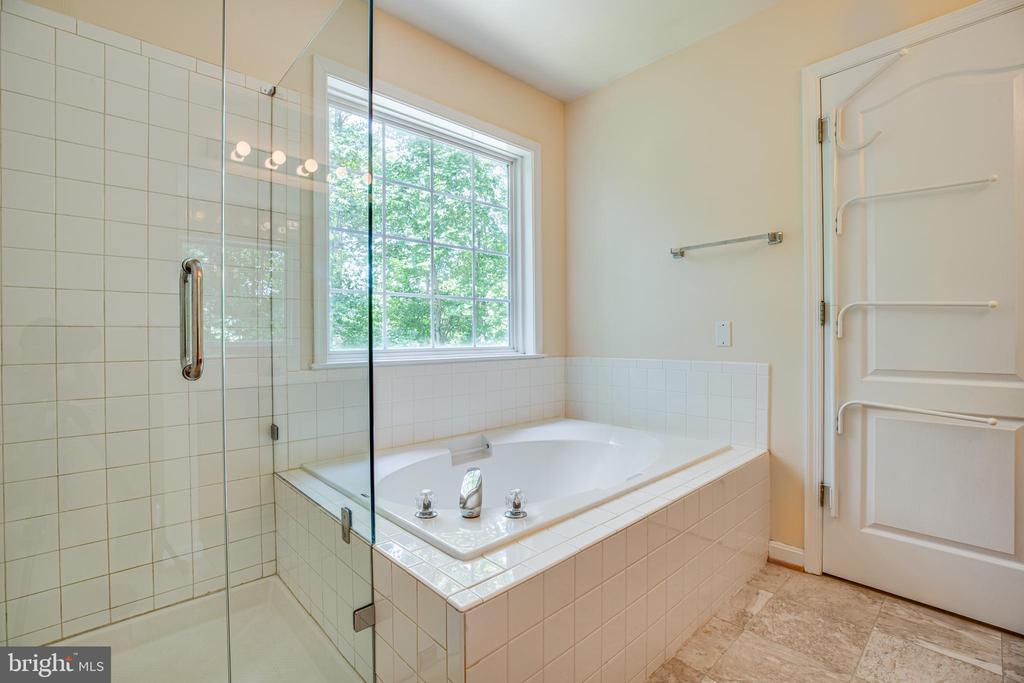 Master bathroom - 12504 SICKLES LN, SPOTSYLVANIA