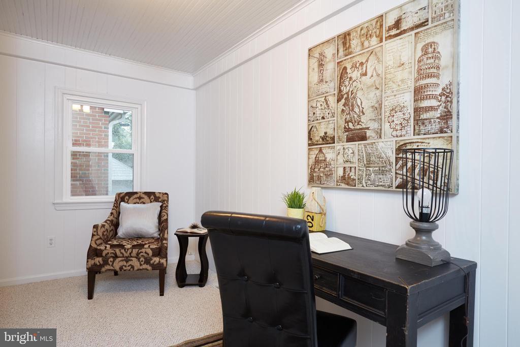 Main Floor Office/Den - 129 N OAKLAND ST, ARLINGTON