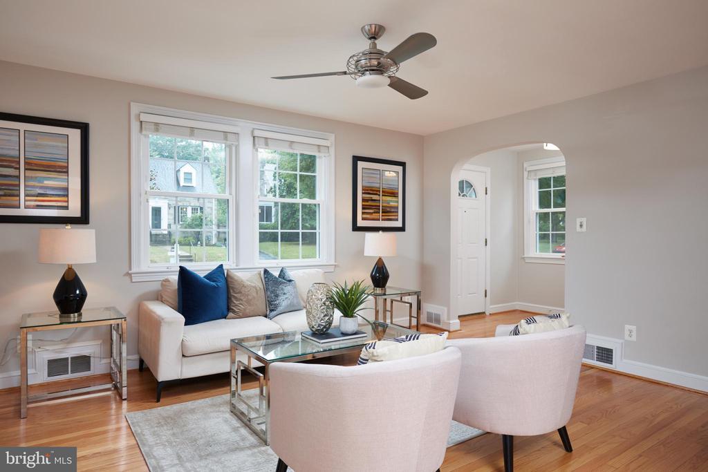 Living Room / Foyer - 129 N OAKLAND ST, ARLINGTON