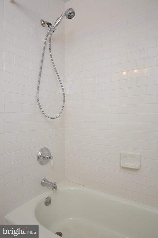 Full Bath Upper - 129 N OAKLAND ST, ARLINGTON