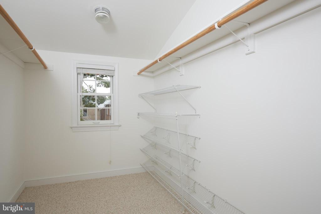 Master Walk in Closet - 129 N OAKLAND ST, ARLINGTON