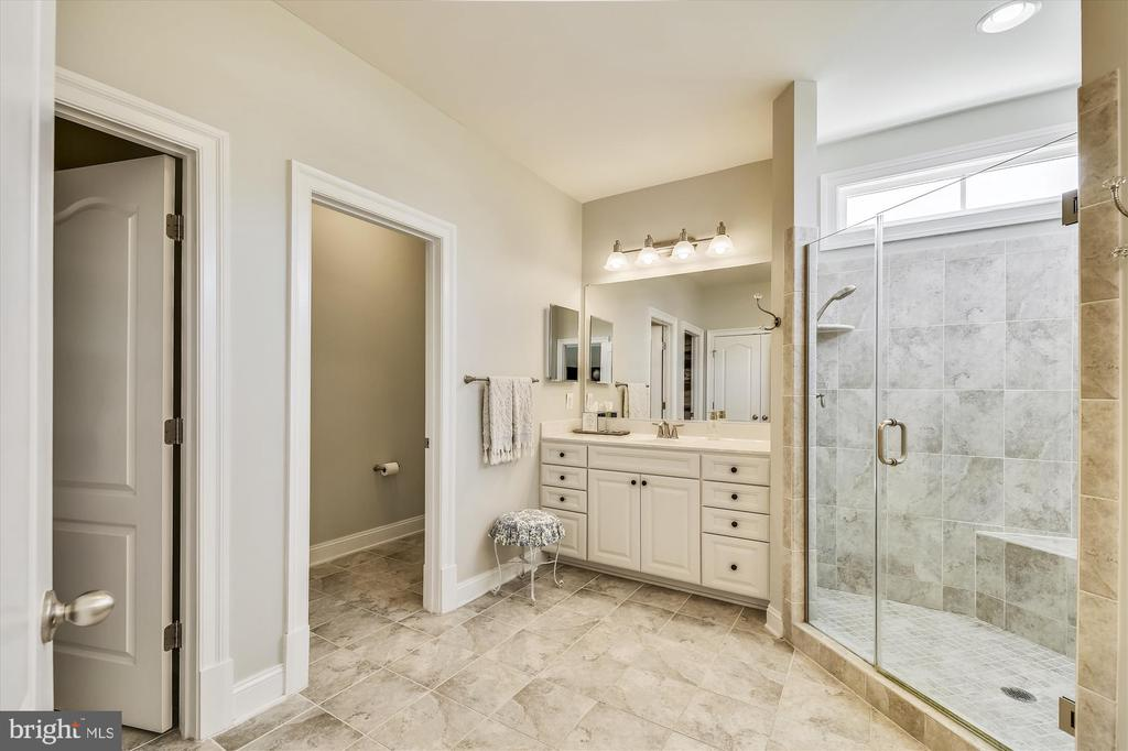 Water Closet to Allow Privacy! - 41669 APPLEYARD PL, ASHBURN