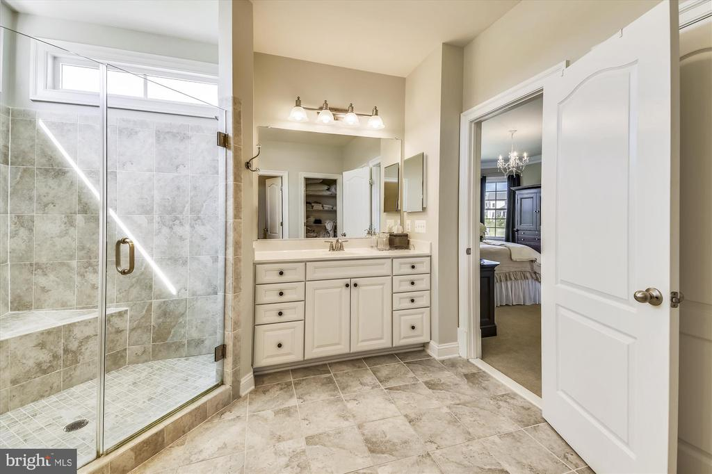 His and Hers Sinks Separated By Beautiful Shower! - 41669 APPLEYARD PL, ASHBURN