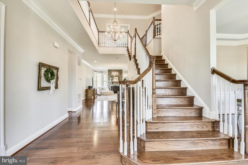 Gorgeous  Hardwood Floors Throughout Main Level - 41669 APPLEYARD PL, ASHBURN