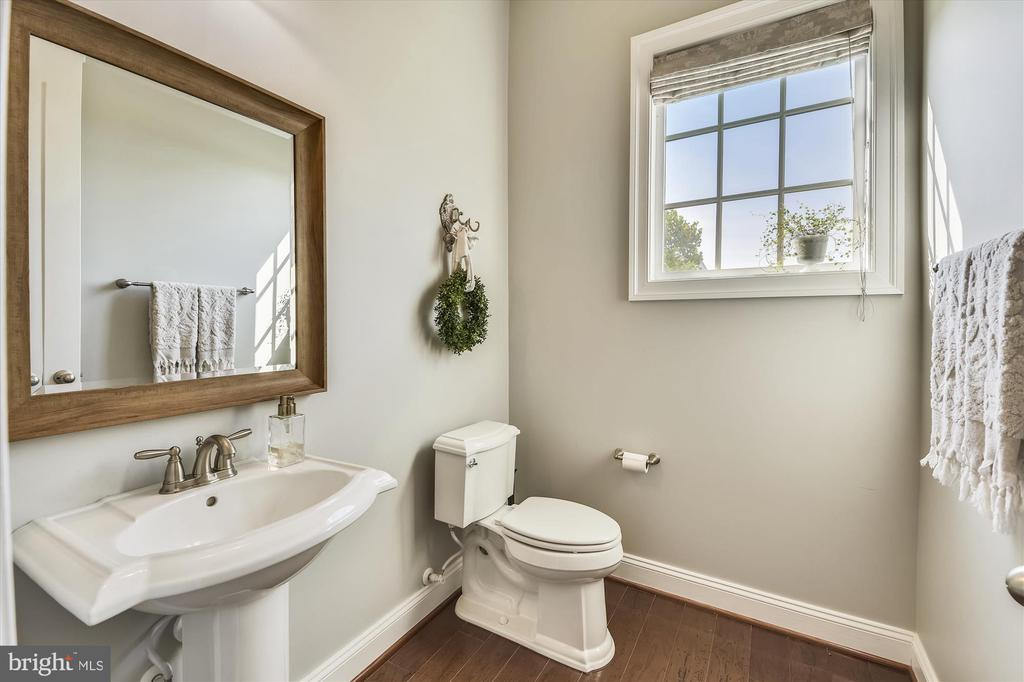 Main Level Powder Room - 41669 APPLEYARD PL, ASHBURN