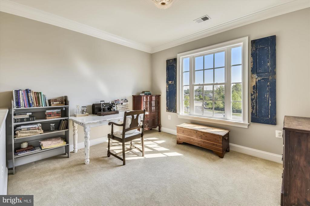Offers Another Study Area or Sitting Area! - 41669 APPLEYARD PL, ASHBURN