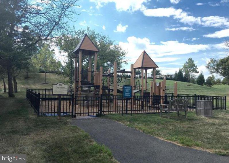 Community Playground - 41669 APPLEYARD PL, ASHBURN