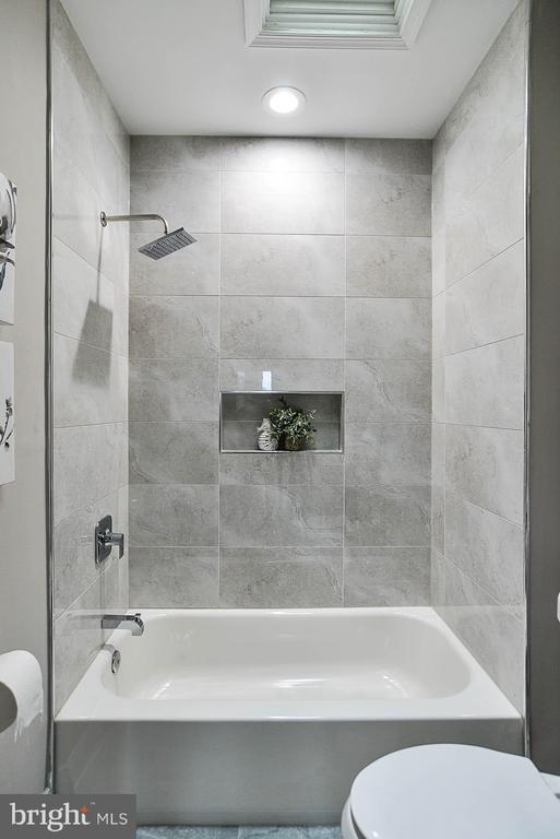 Upstairs Hall Bath 2 - 3600 18TH ST NE, WASHINGTON
