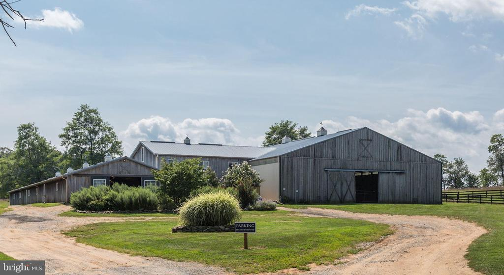 Equine facilities - 19312 WALSH FARM LN, BLUEMONT