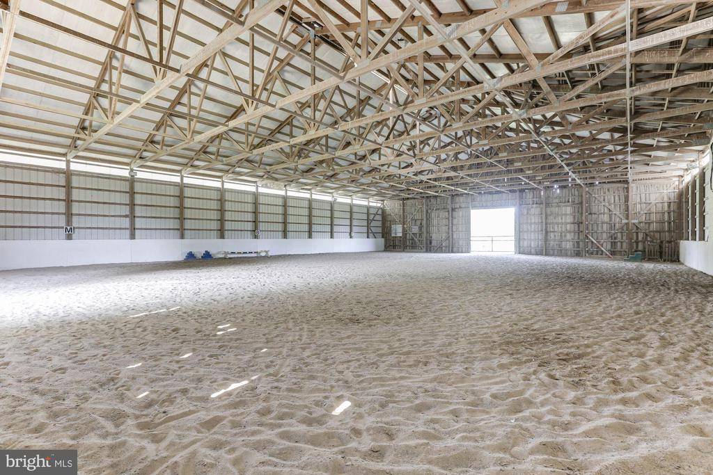 120x90 Indoor arena - 19312 WALSH FARM LN, BLUEMONT