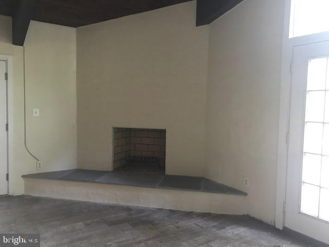 Great room boasts spectacular corner fireplace - 4611 LAKEVIEW PKWY, LOCUST GROVE