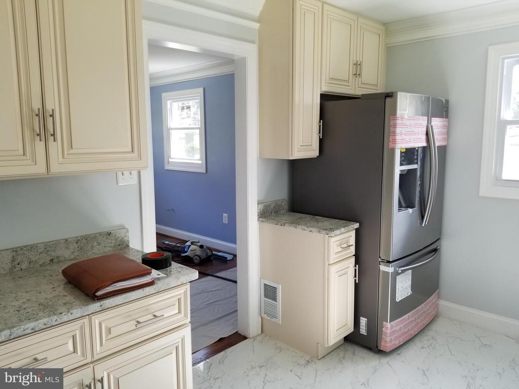 main level kitchen - 3413 SUNNY VIEW DR, ALEXANDRIA