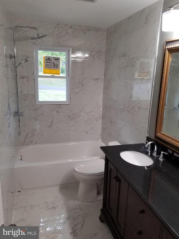 main level bathroom - 3413 SUNNY VIEW DR, ALEXANDRIA