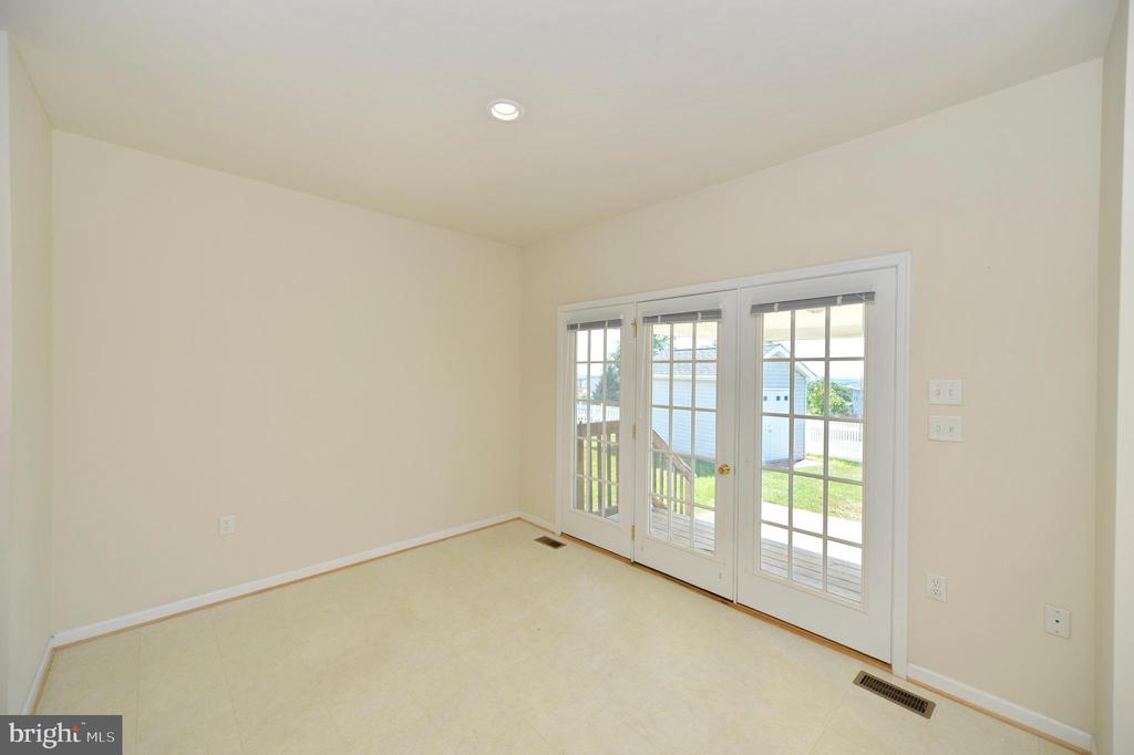Breakfast Room with French Doors to Patio - 136 FORTRESS DR, WINCHESTER
