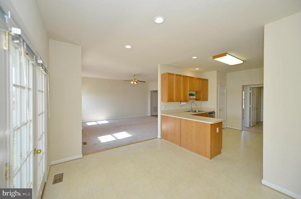 Breakfast Room Open to Kitchen and Living Room - 136 FORTRESS DR, WINCHESTER