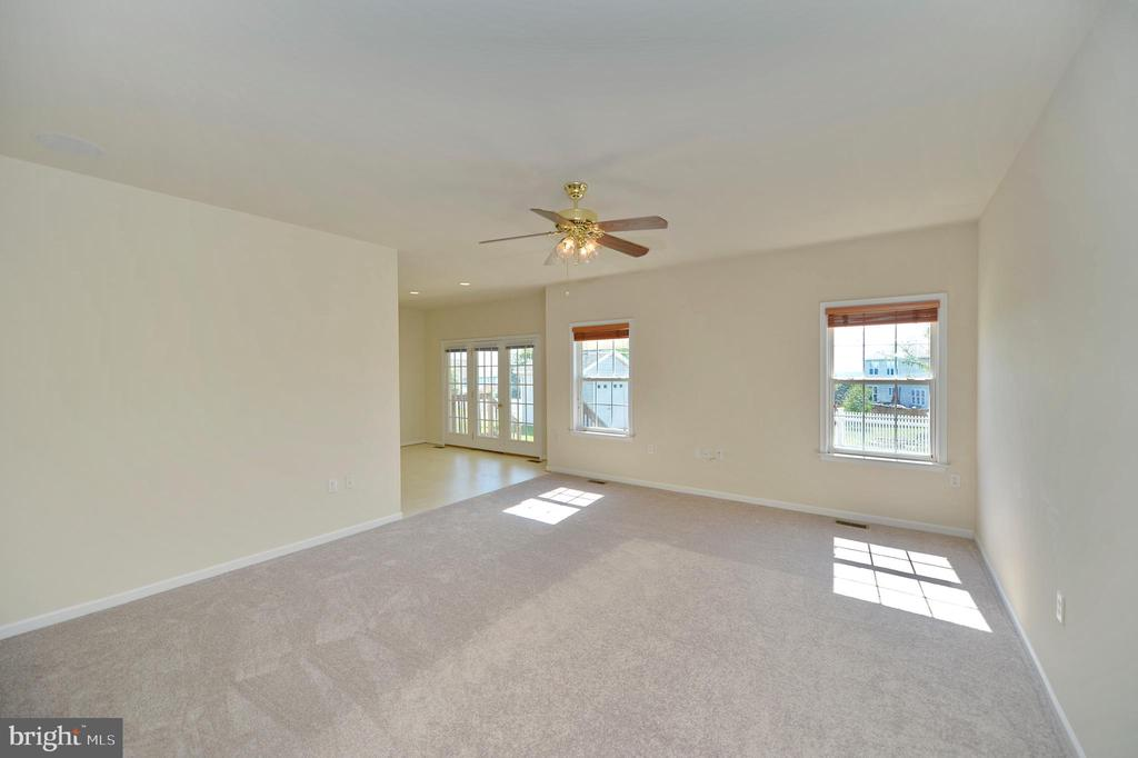Spacious Formal Living Room - 136 FORTRESS DR, WINCHESTER