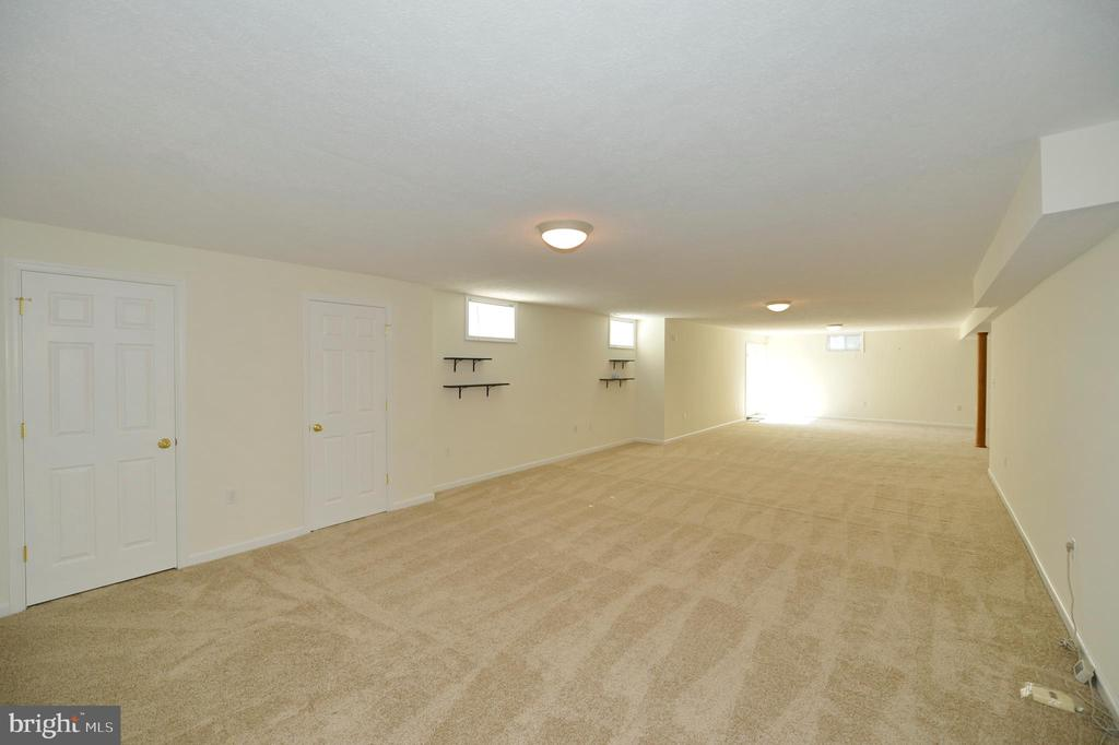 Walk-out Recreation Room - 136 FORTRESS DR, WINCHESTER