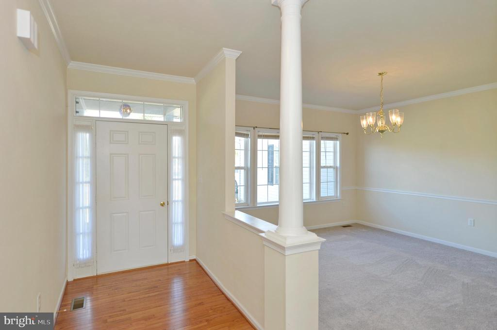 Hardwood Entry Foyer Open to Dining Room - 136 FORTRESS DR, WINCHESTER
