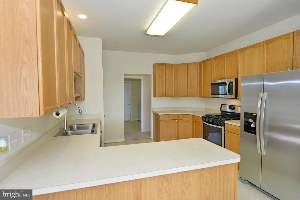 Wonderful Kitchen with New SS Appliances - 136 FORTRESS DR, WINCHESTER