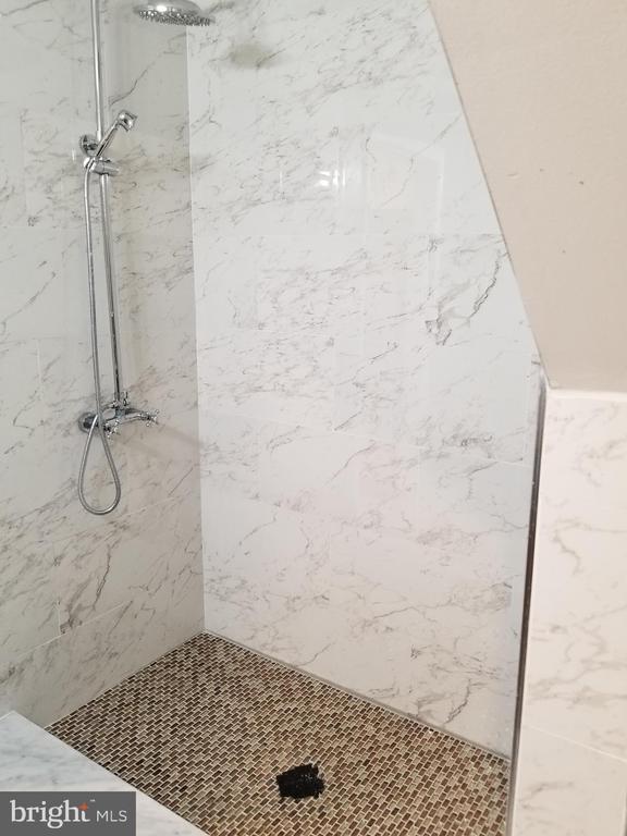 lower level bathroom - 3413 SUNNY VIEW DR, ALEXANDRIA