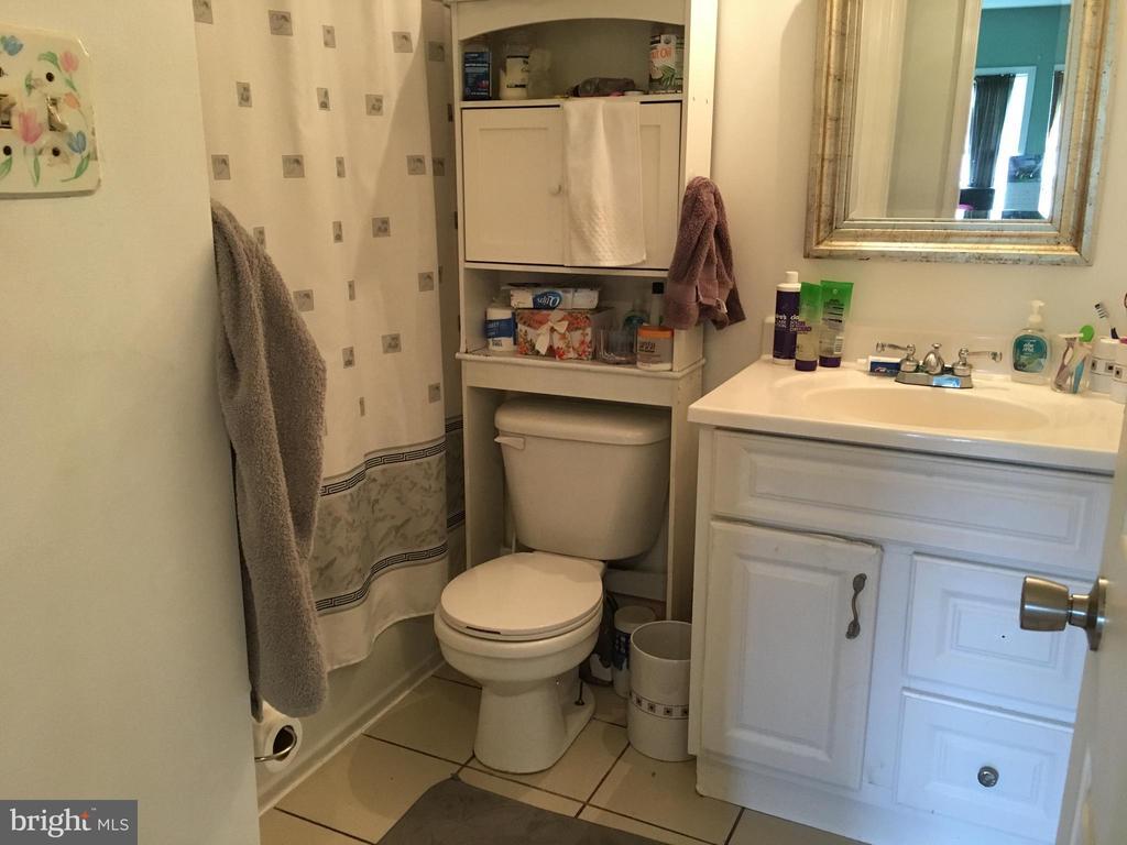 Hallway Bath - 7801 MISTY CT, GAITHERSBURG
