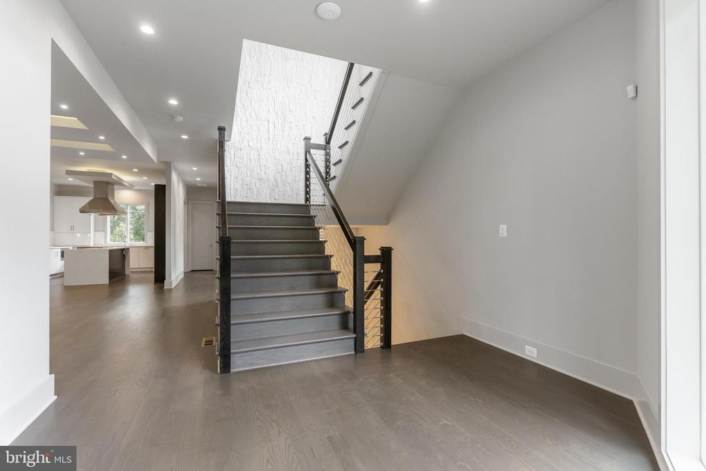 Wide hardwood stairs - 3222 20TH RD N, ARLINGTON
